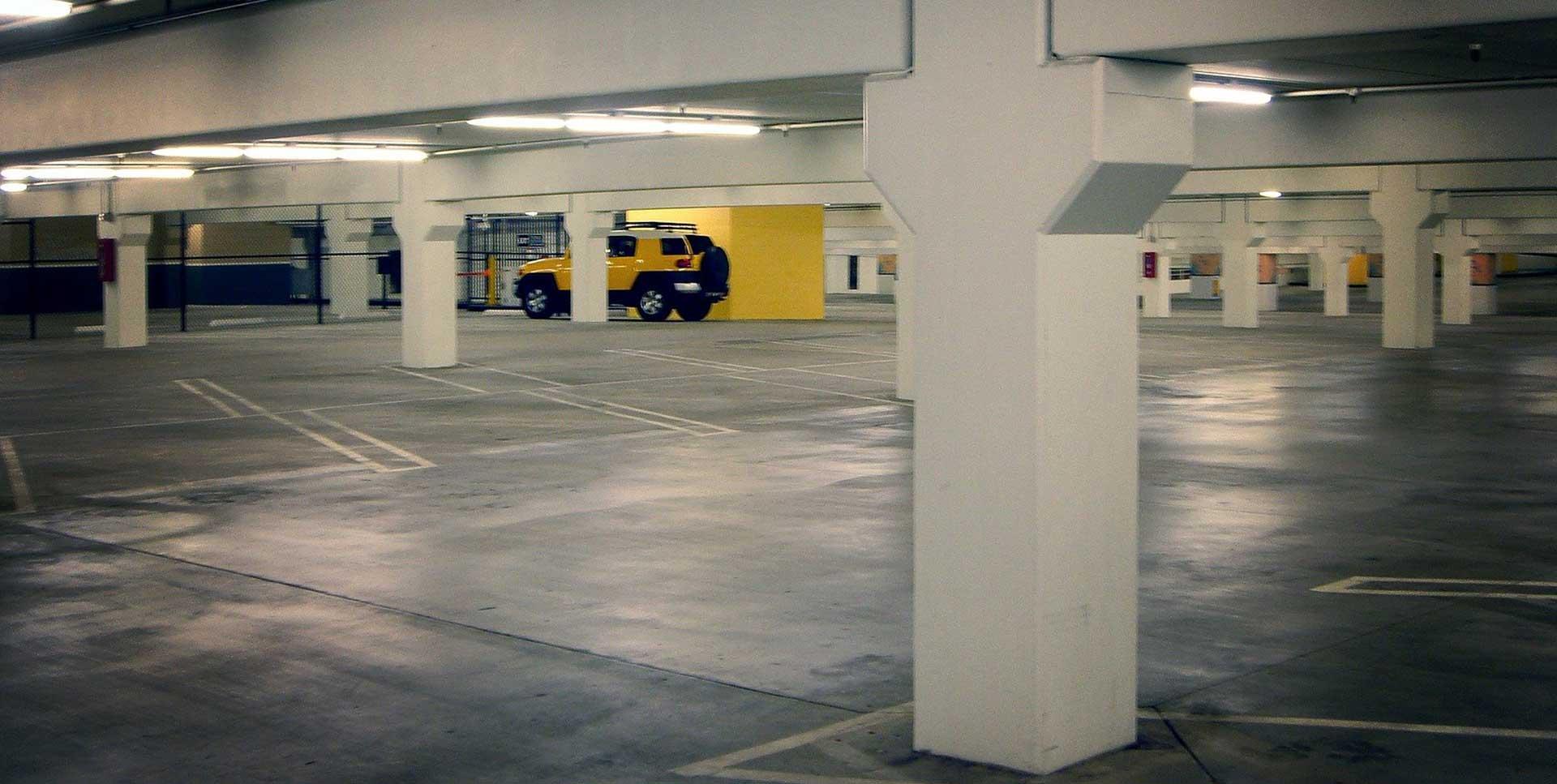 Soccorso con carro attrezzi di veicoli nei garage sotterranei